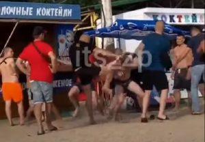 В Бердянске засняли массовую драку между отдыхающими (ВИДЕО)
