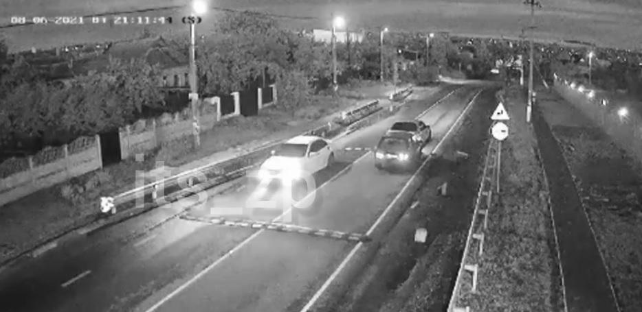 На дороге под Запорожьем камеры засняли автоподставу (ВИДЕО)