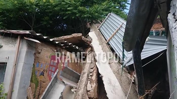 В Запорожской области оползень разрушил постройки и завалил женщину (ФОТО, ВИДЕО)