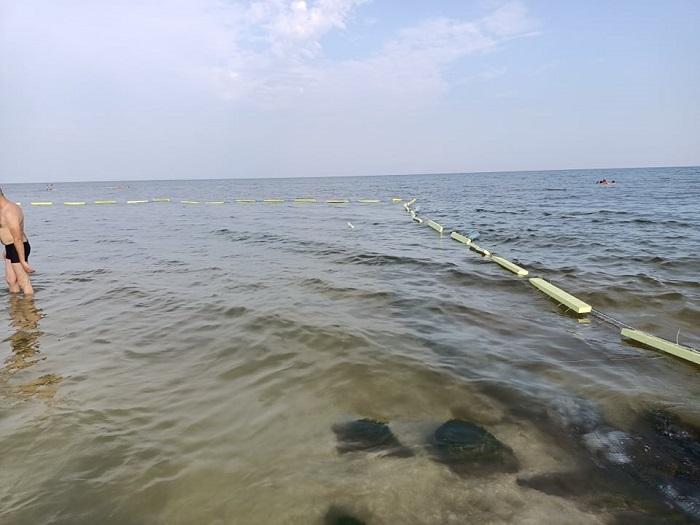Как барьерные сети защищают отдыхающих от медуз в Кирилловке (ВИДЕО)