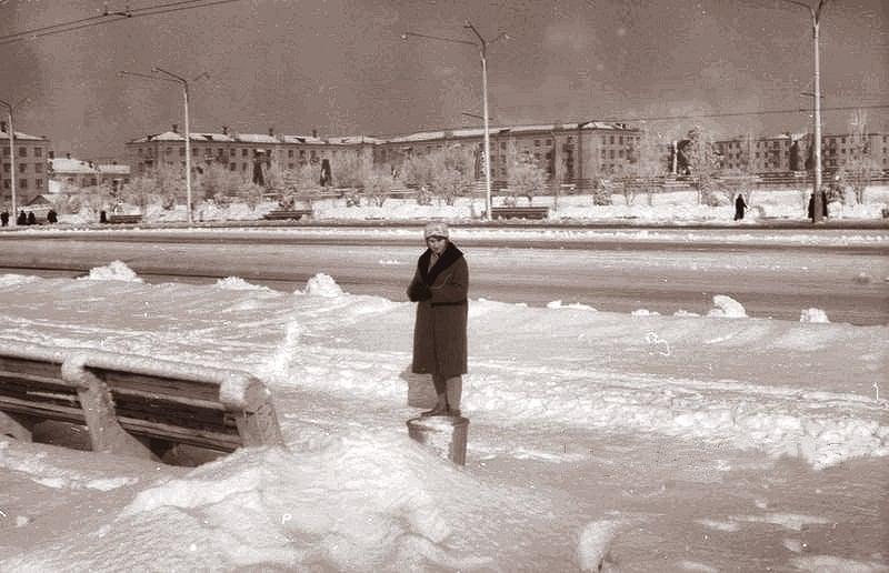 Как выглядела Фестивальная площадь, когда еще не было здания облсовета: подборка ретро-фото разных лет
