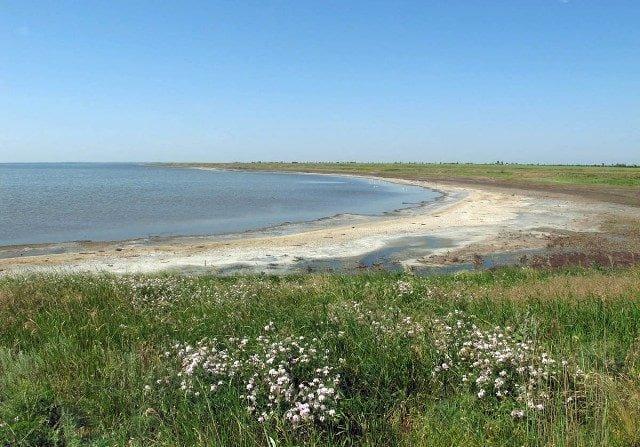 В Кирилловке курортники нашли альтернативу морю с обустроенным местом для отдыха (ВИДЕО)