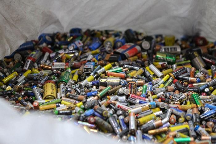В Запорожье могут установить контейнеры для опасных отходов: на петиции не хватает голосов