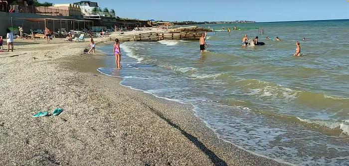 В сети показали ещё один курорт на Азовском море без медуз (ВИДЕО)