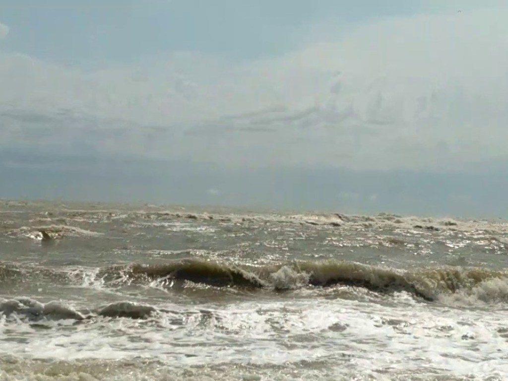 В Кирилловке надеются на шторм, который может очистить море от медуз
