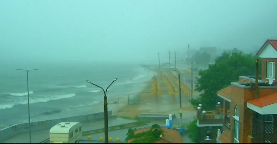 Буря, налетевшая на Бердянск: как это выглядело с разных ракурсов на ускоренном ВИДЕО