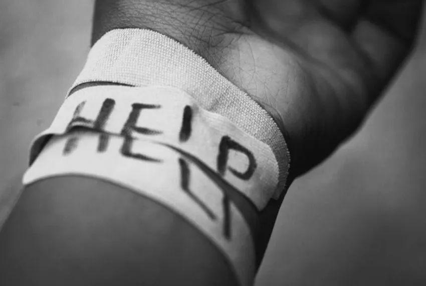 В Запорожье показали видео спасения женщины, порезавшей вены
