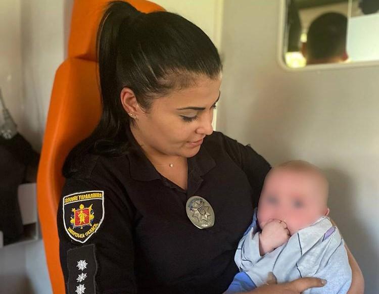В Запорожье молодая мать бросила 6-месячного малыша: её разыскивают (ФОТО)