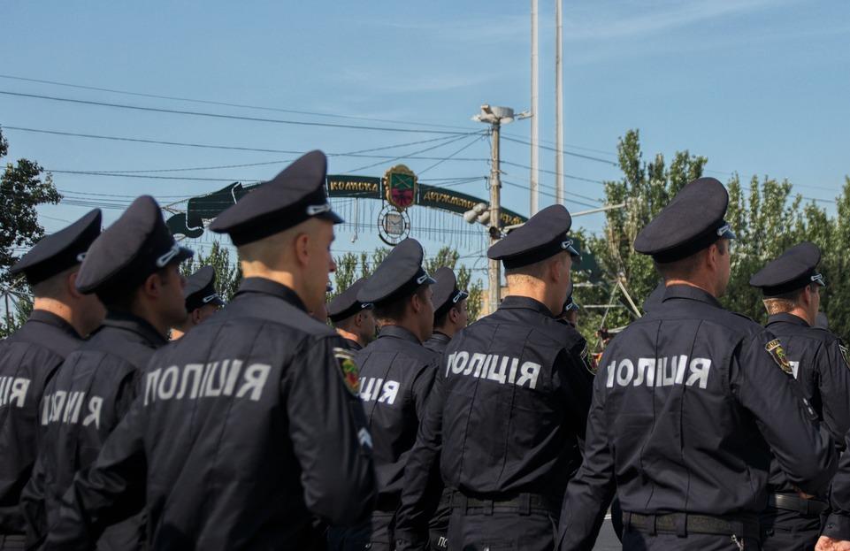 В Запорожье на полицейского напали прямо в управлении