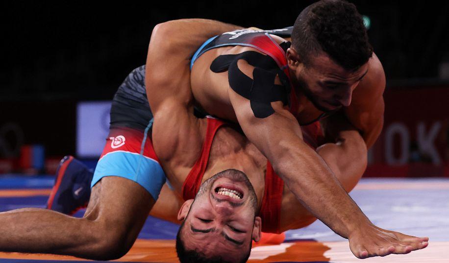 Борец из Запорожья Насибов вышел в финал ОИ-2020 (ВИДЕО)