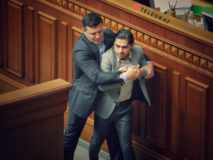 Тищенко набросился на нардепа во время выступления в Раде: ВИДЕО стычки