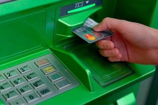 Приватбанк продаст долги своих клиентов