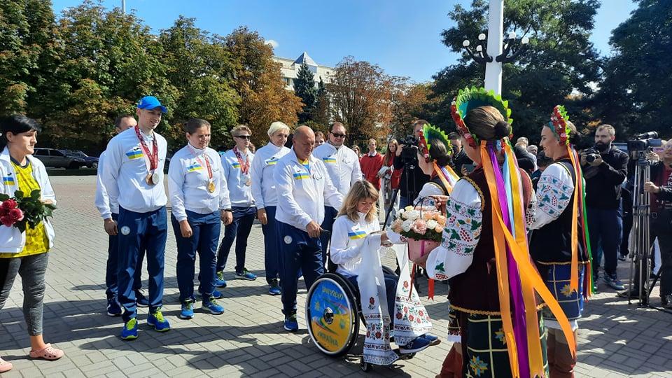 В Запорожье торжественно встретили паралимпийцев (ФОТО, ВИДЕО)