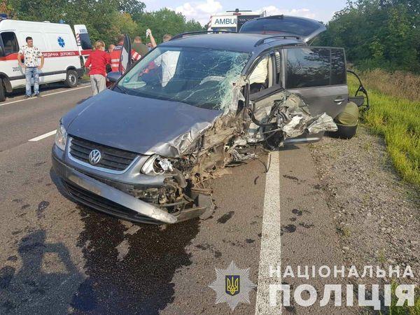Легковушка влетела в «лоб» грузовика на трассе в Запорожской области (ФОТО)