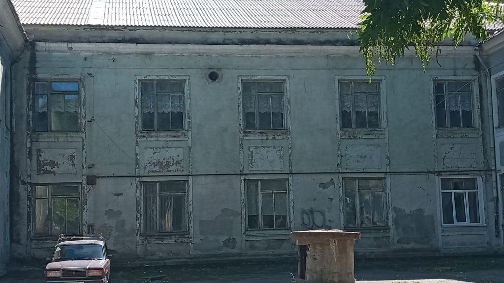 «Думала, что попала в барак»: как выглядит разрушающийся инклюзивно-ресурсный центр в Запорожье (ФОТО)