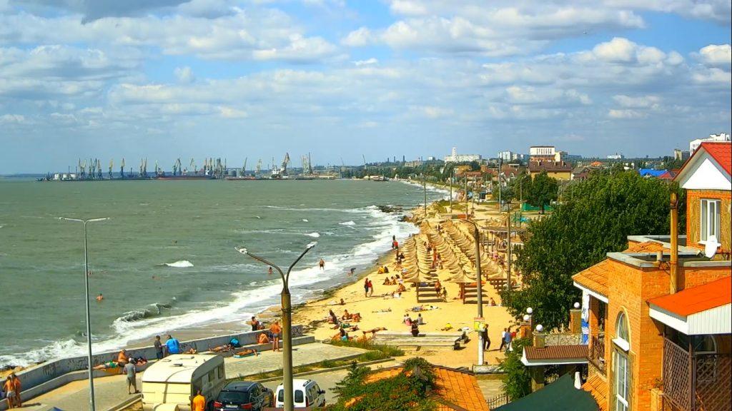 Пляжи Кирилловки и Бердянска в первые выходные осени (ФОТО)