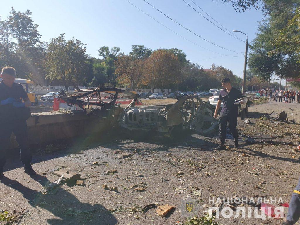 В Днепре от взрыва авто погибли люди: инцидент квалифицировали как теракт (ФОТО)