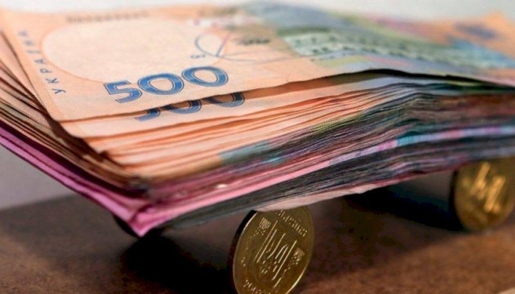 Две волны повышения минималки и пенсий в Украине