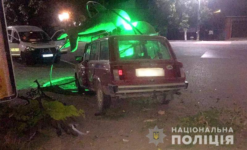 Пьяный водитель протаранил украшение Кирилловки (ФОТО)