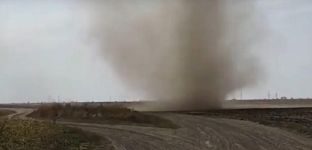 В Запорожской области пронесся смерч диаметром несколько метров (ВИДЕО)