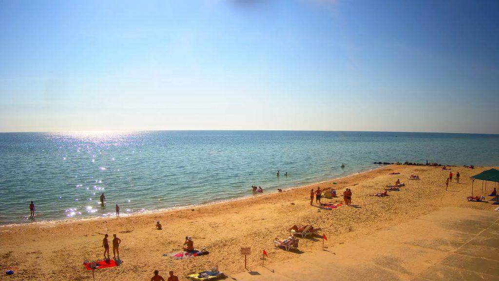 Курортники отдыхают в Кирилловке и Бердянске в середине сентября: как выглядят пляжи (ФОТО)