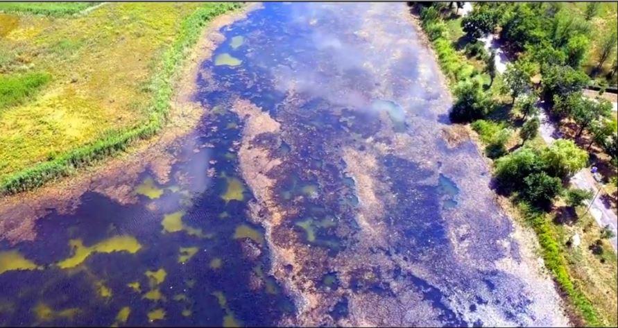 Нечистоты сливают в умирающую реку под Запорожьем: видеофакт