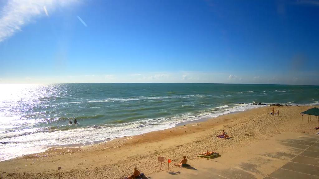 Как выглядят пляжи Кирилловки и Бердянска в разгар бархатного сезона (ФОТО)