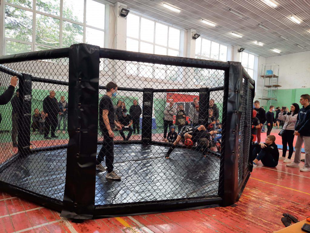 В Запорожье состоялся первый чемпионат города по смешанным единоборствам ММА