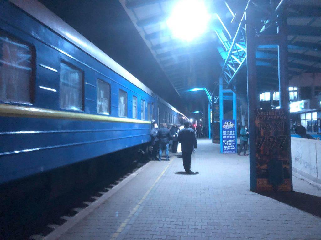 Как происходит выезд на поезде из «красной» Запорожской области