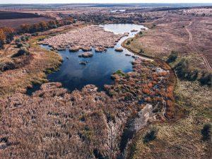 В сети показали с высоты остатки менонитской мельницы на реке под Запорожьем (ВИДЕО)