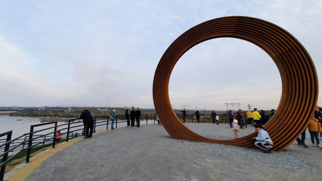 «Круг Единства» на Хортице будет менять цвет: его еще доделают (ФОТО)