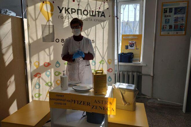В Укрпочте рассказали, сколько людей вакцинировалось в почтовых отделениях