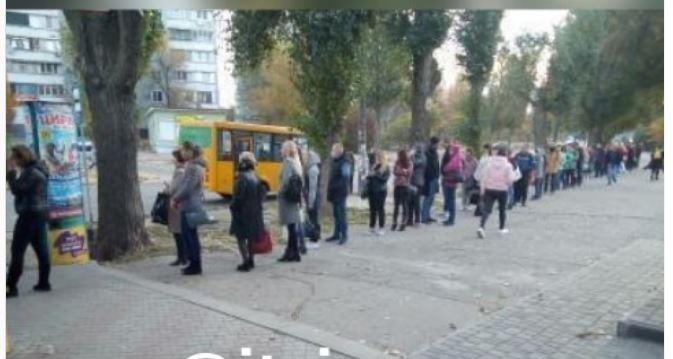 Очереди по 100 человек на конечных: «красная» зона привела к транспортному коллапсу в Запорожье (ФОТО)