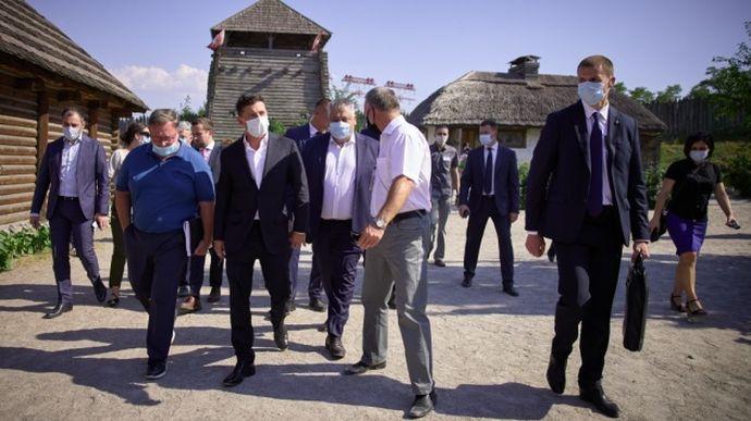 В день приезда Зеленского для запорожцев закроют проезд к арт-обьектам Хортицы