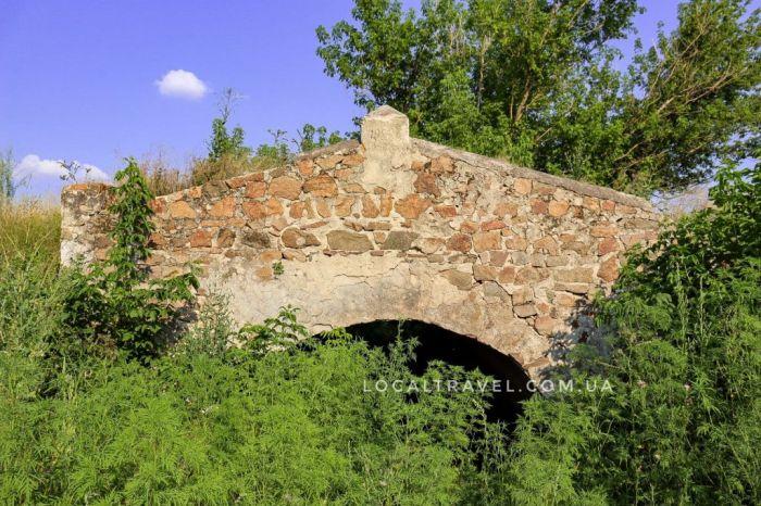 В Запорожской области нашли сохранившийся мост 19-го века при ремонте трассы (ФОТО)