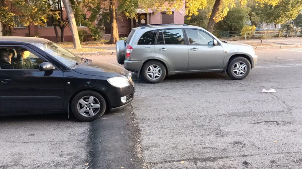 В Запорожье возле школы установили «лежачие полицейские», ставшие проблемой для авто (ФОТО, ВИДЕО)