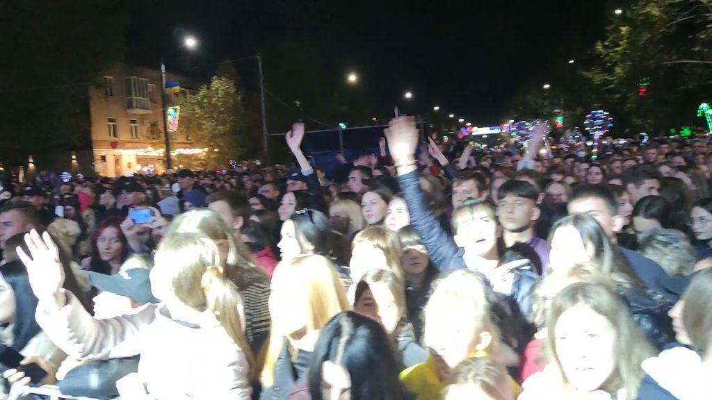 «Никто не заставлял приходить» — мэр оправдался за концерт ко Дню города в Запорожской области