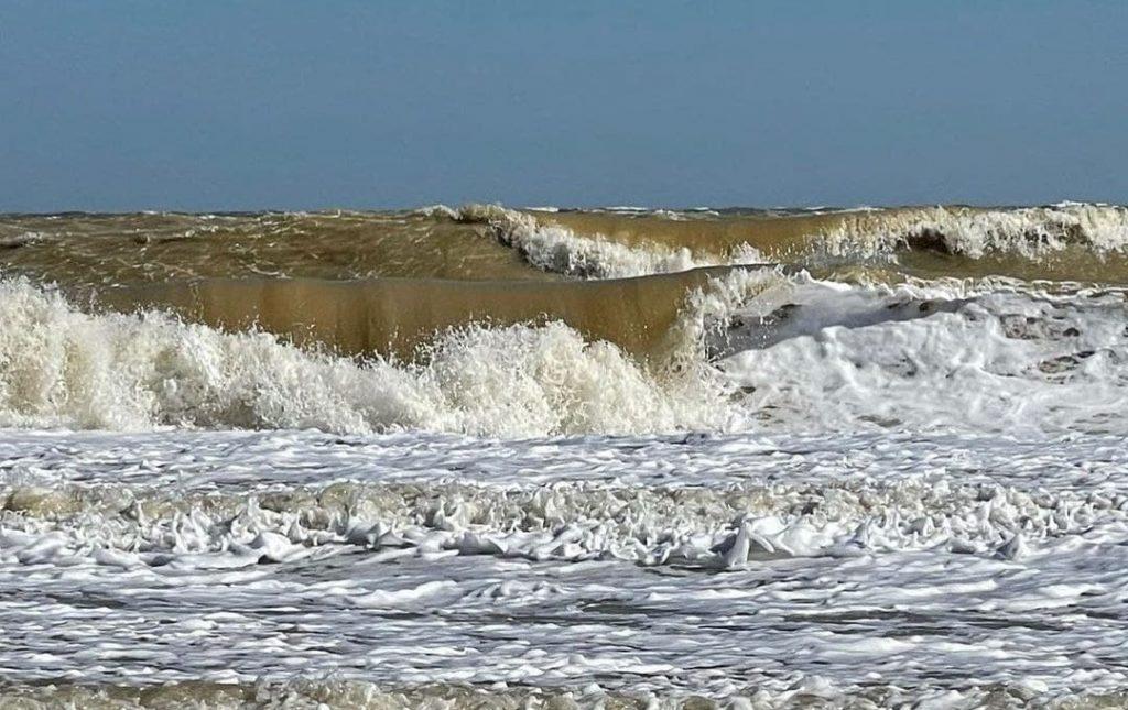 «Прибрежный капучино» в Кирилловке: как выглядит популярный курорт в октябре (ФОТО, ВИДЕО)