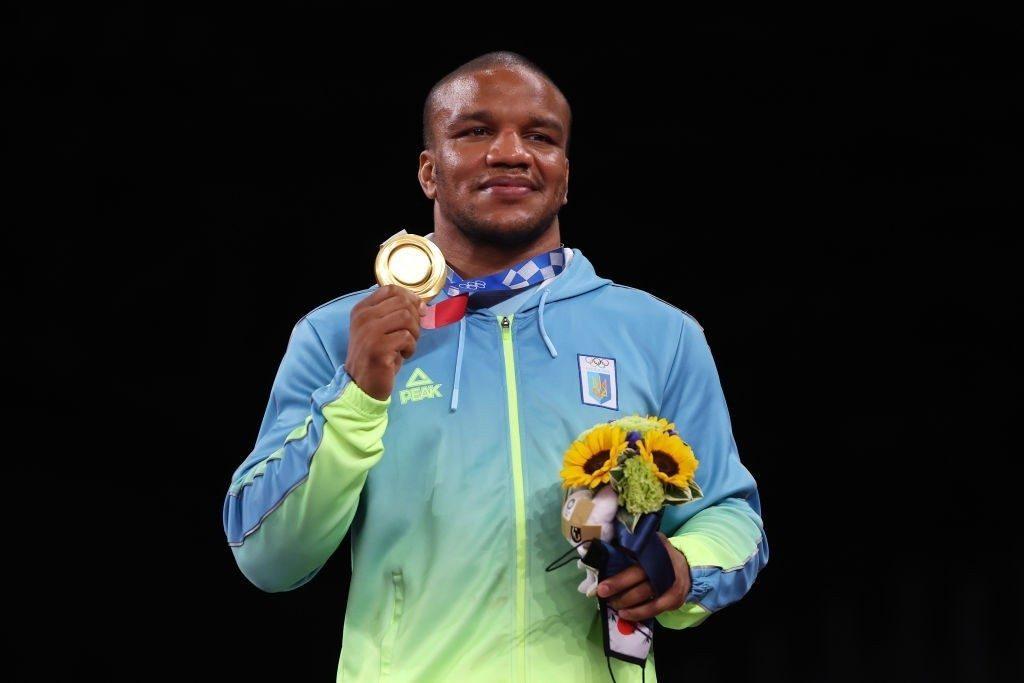 Жан Беленюк решил продать золотую олимпийскую медаль на аукционе и помочь детям