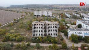 Безжизненные многоэтажки: депрессивный город под Запорожьем показали с высоты (ВИДЕО)